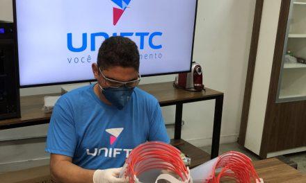UniFTC Itabuna doa máscaras de proteção facial para profissionais de saúde
