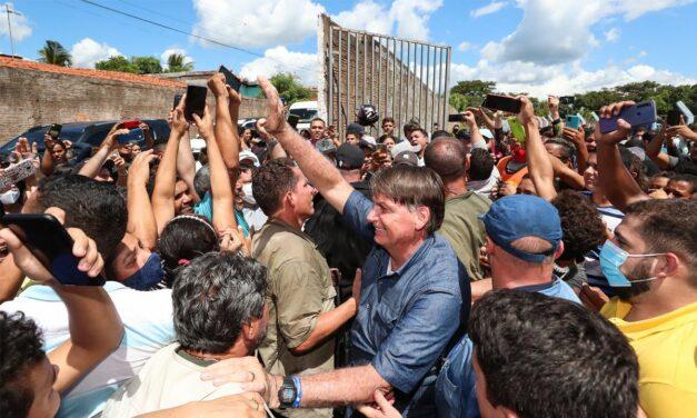 Governo do Maranhão autua Bolsonaro por promover aglomeração e não usar máscara em público