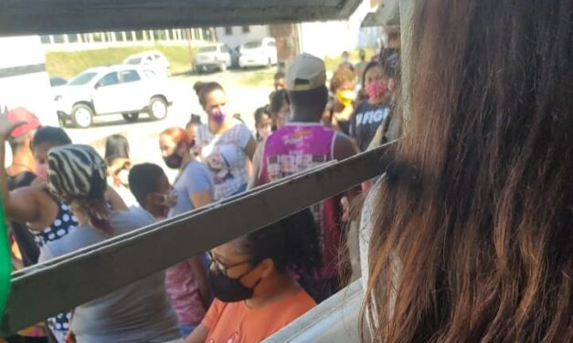 Enganadas pela prefeitura, famílias que ficaram sem cestas básicas e ameaçam funcionários do CRAS