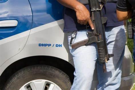 Polícia prende acusada de envenenar uma família na Bahia; duas vítimas morreram