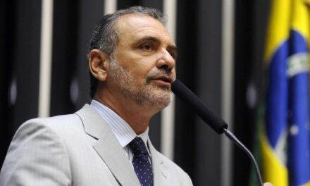 Rui Costa nomeia Nelson Pelegrino para cargo no TCM