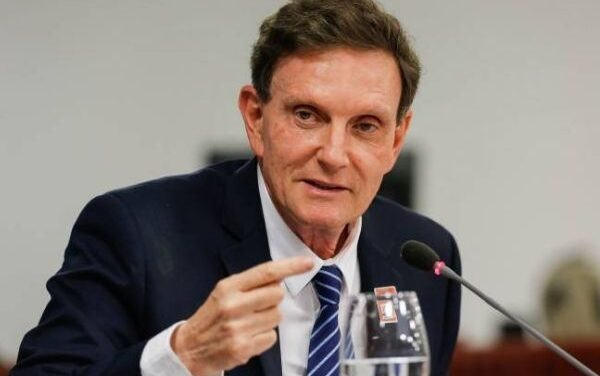 Marcelo Crivella deve continuar a comparecer periodicamente em juízo